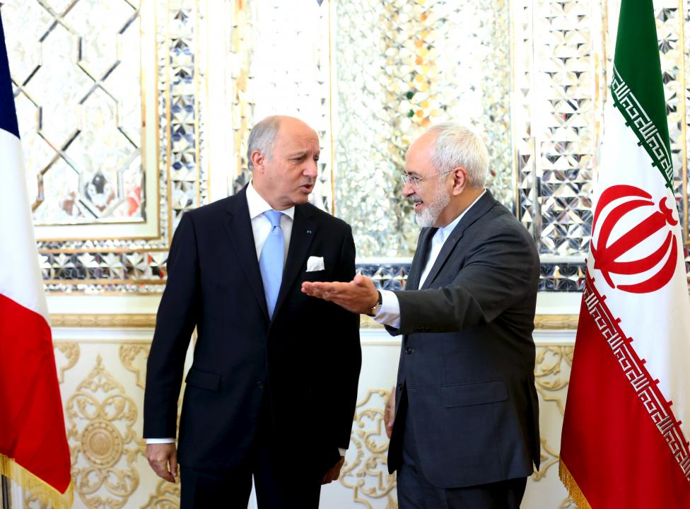 French foreign minister Laurent Fabius (L) and his Iranian counterpart Mohammad Javad Zarif arrive for a meeting in Tehran July 29, 2015.  REUTERS/Raheb Homavandi