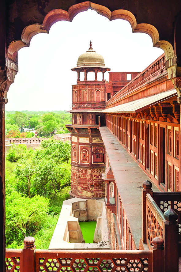 The must-see ancient Agra Fort